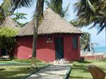 ビーチのそばに建つガーナ民家風コッテージ.jpg